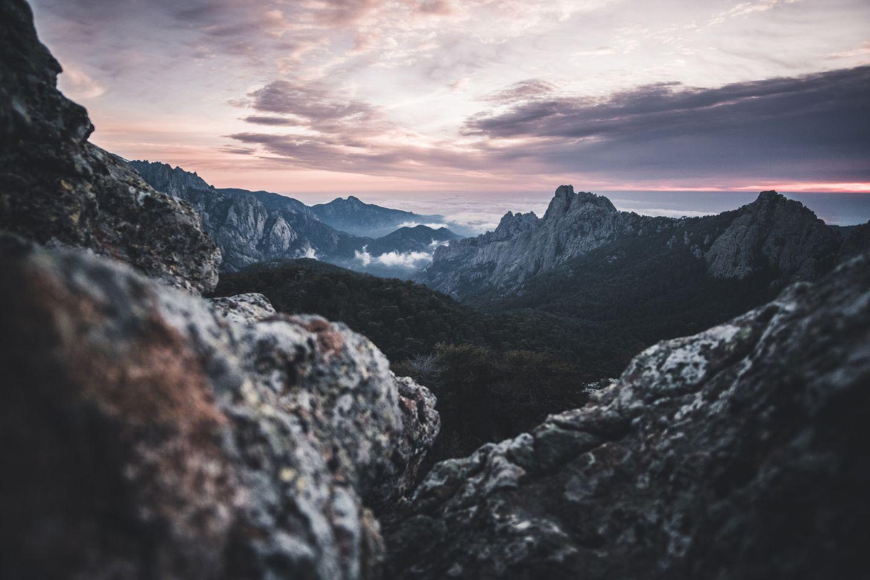 Sonnenaufgang über dem Bavella Tal, Korsika