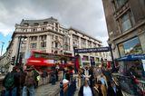Menschen an der Tube Oxford Circus