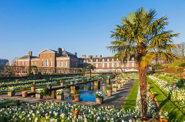 Blick auf Kensington Palace und Sunken Garden
