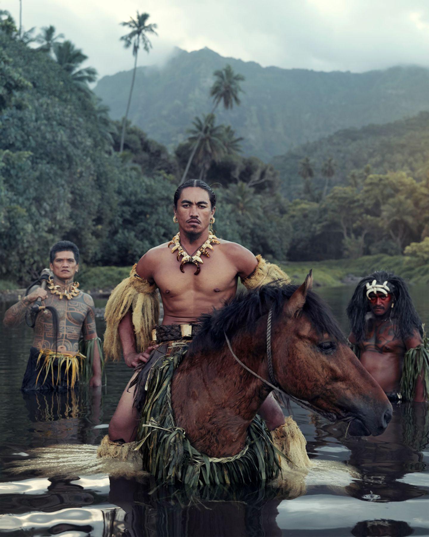 Nelson inszeniert die Männer auf Hiva Oa im Südostpazifik als Krieger