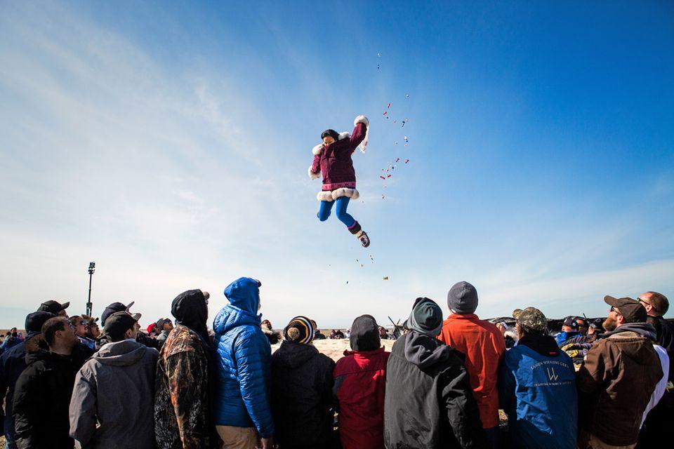 Nach der erfolgreichen Frühlingsjagd feiern die Walfangdörfer