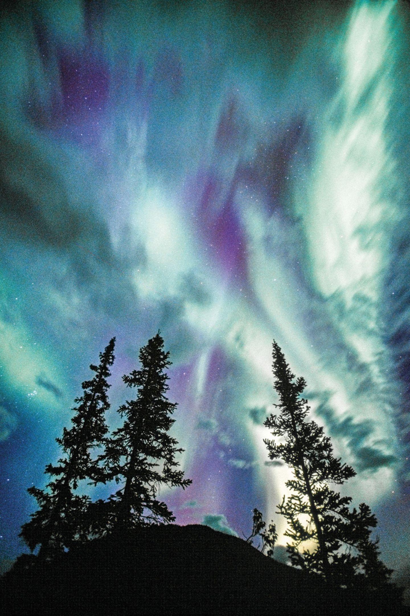 Polarlicht über den Mackenzie Mountains, Northwest Territories, Kanada
