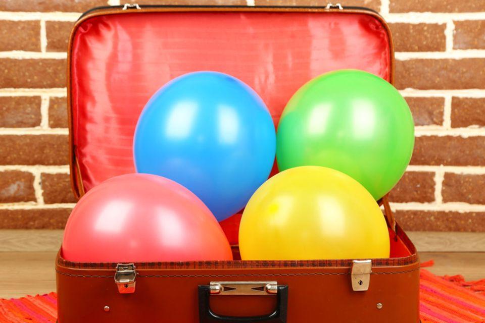 Koffer mit Luftballons