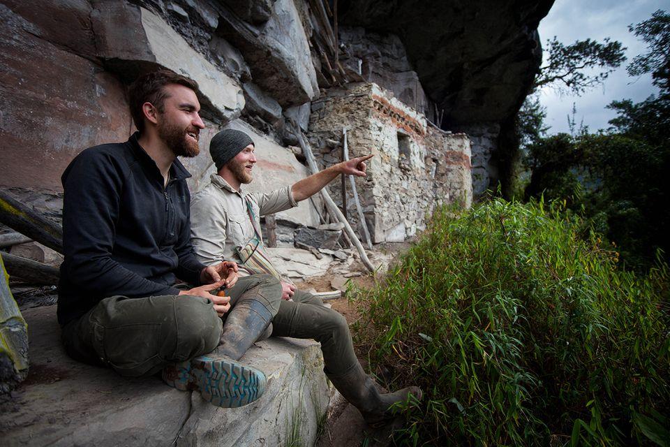 Zufallsfund in Peru: Bei einer Pause an den Ruinen am See der Kondore ahnen Tom Schinker und Martin Druschel nicht, dass sie bald eine bisher verborgene Stätte der Chachapoya entdecken würden