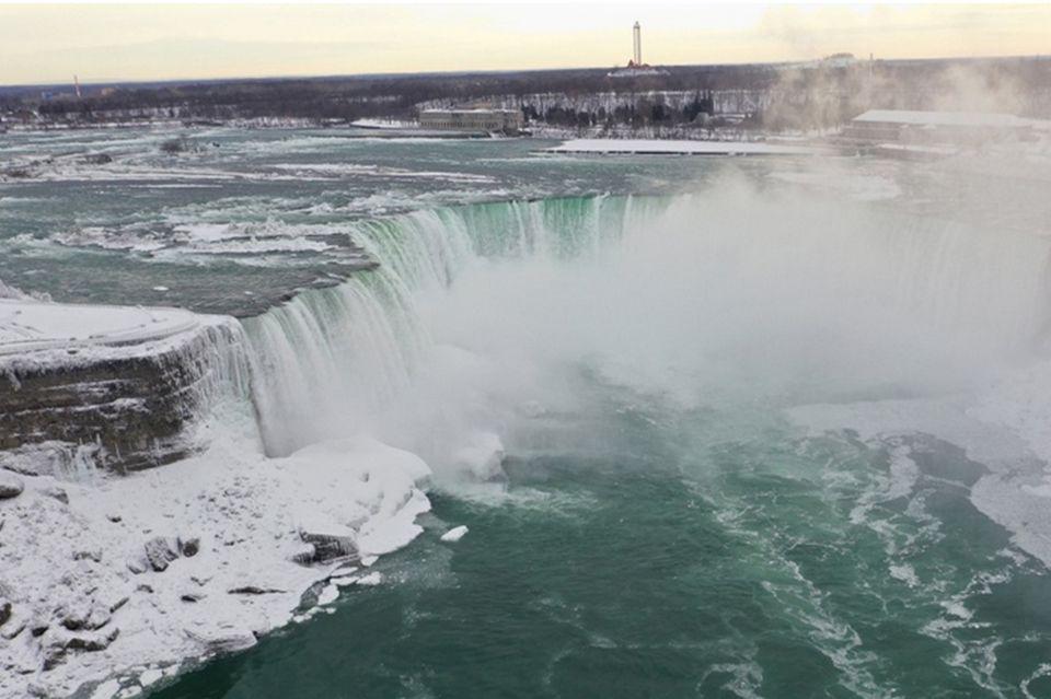 Niagarafälle im Eis
