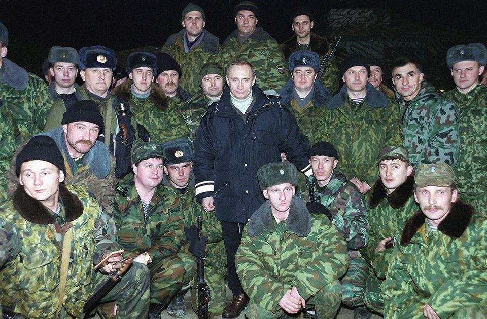 Putin mit Soldaten