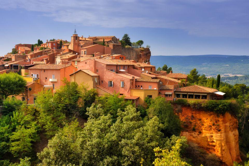Roussillon mit Ockerfelsen