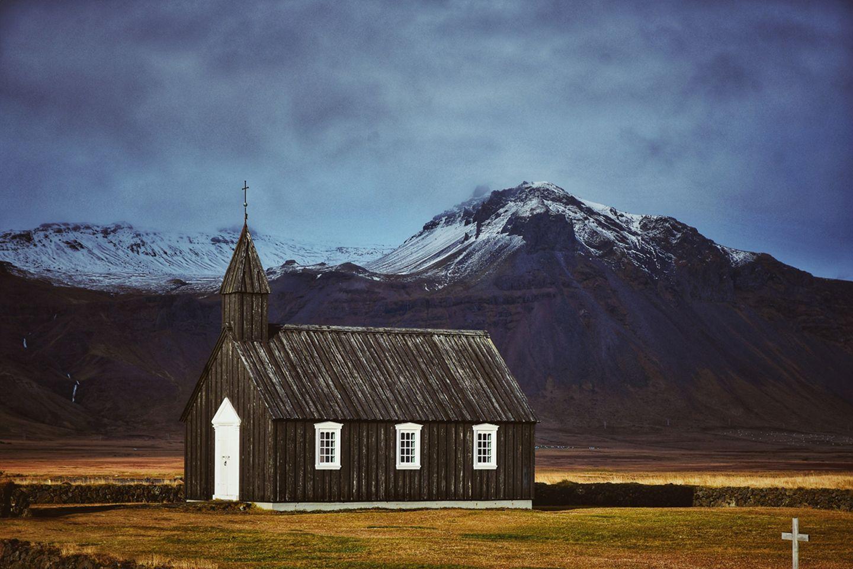 Schwarze Kirche von Budir