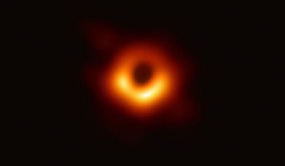 Das erste Foto von Schwarzem Loch
