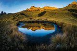 Traumhafte Spiegelung am Vulkan Mount Giluwe in Papua-Neuguinea