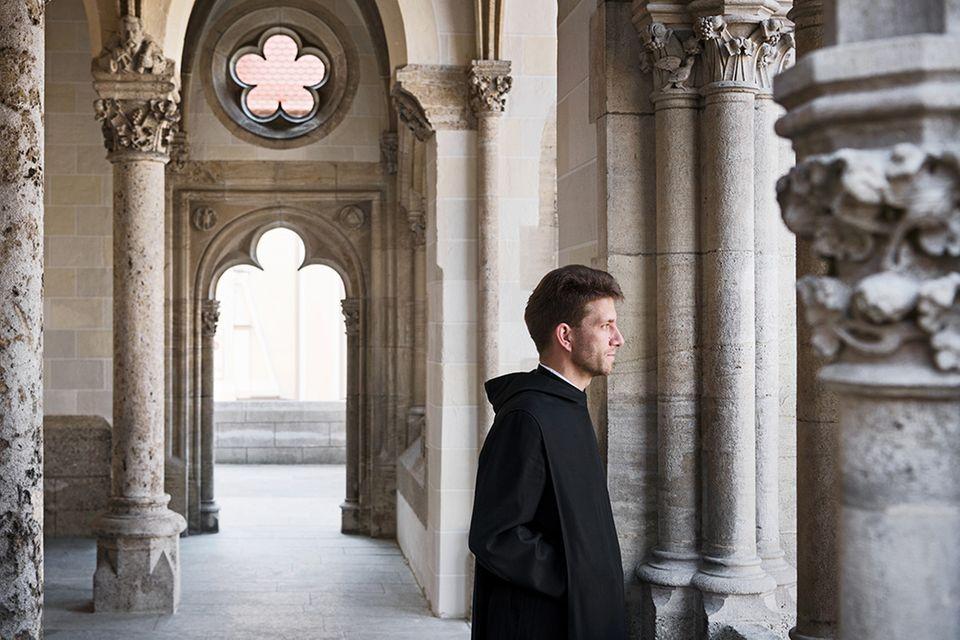 Vom Teilchenphysiker zum Mönch: Bruder Timotheus, 44, unterrichtet als Lehrer Religion und Physik