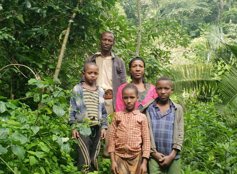 Äthiopien: Projektbegünstigter Bezabih Gebre mit seiner Familie