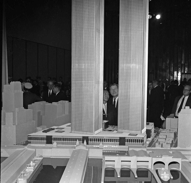 Nelson Rockefeller und Minoru Yamasaki