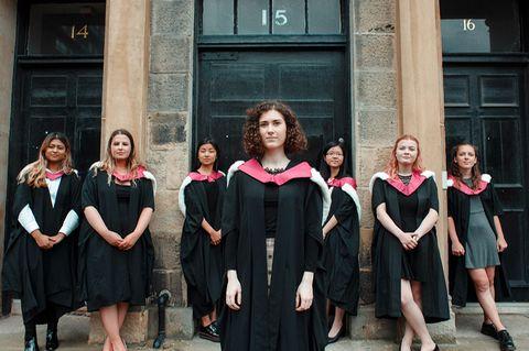 Großbritanniens erste Studentinnen bekommen nach 150 Jahren endlich einen Abschluss in Medizin