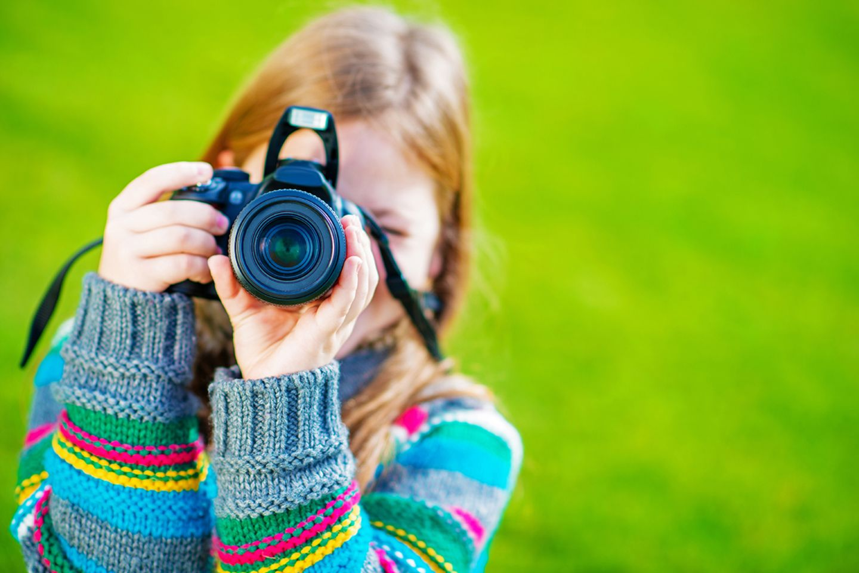 Kind mit Kamera