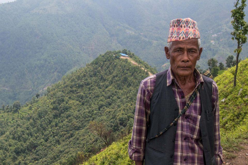 "Kul Bahadur Malla Wir kochen jetzt mit Biogas statt Brennholz"""