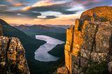 Sonnenaufgang über dem Lake Judd auf der Mt. Anne-Hochebene in Südwest-Tasmanien