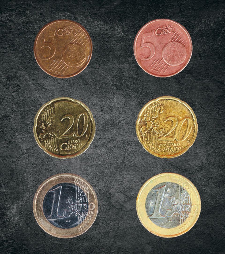 Chemie: Links: Die Münzen vorher, rechts: Die Münzen danach