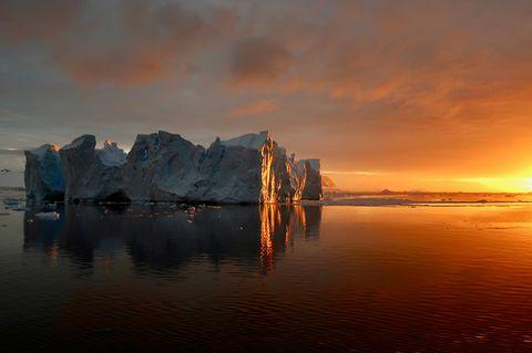 Eisberg im Sonnenuntergang