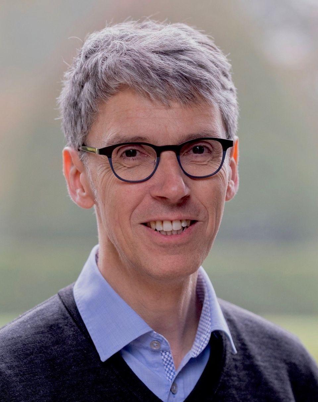 Interview: Der Virologe Prof. Dr. Stephan Becker