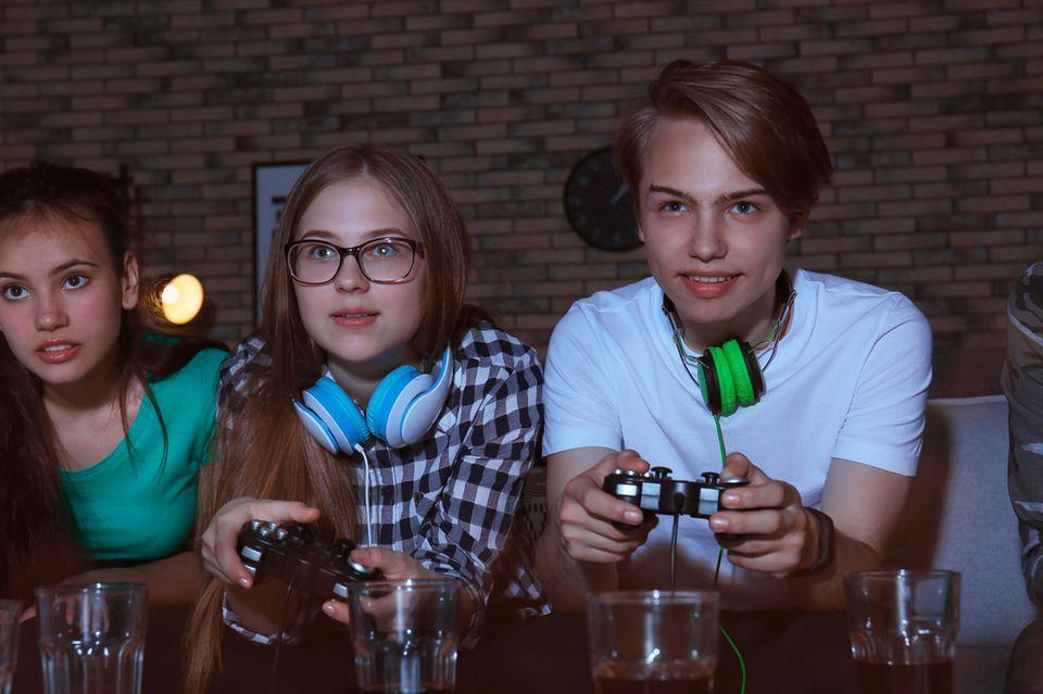 E-Sport: Schönes Spiel: In Deutschland zocken über 70 Prozent der Zwölf- bis 17-Jährigen täglich am Computer