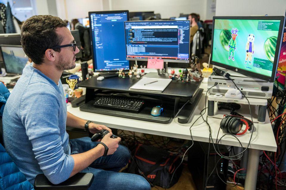 Hinter den Kulissen von Just Dance: Für den Programmierer Florian Dutronc gehört es zum Alltag, neue Elemente, die er ins Spiel einbaut, direkt auszuprobieren