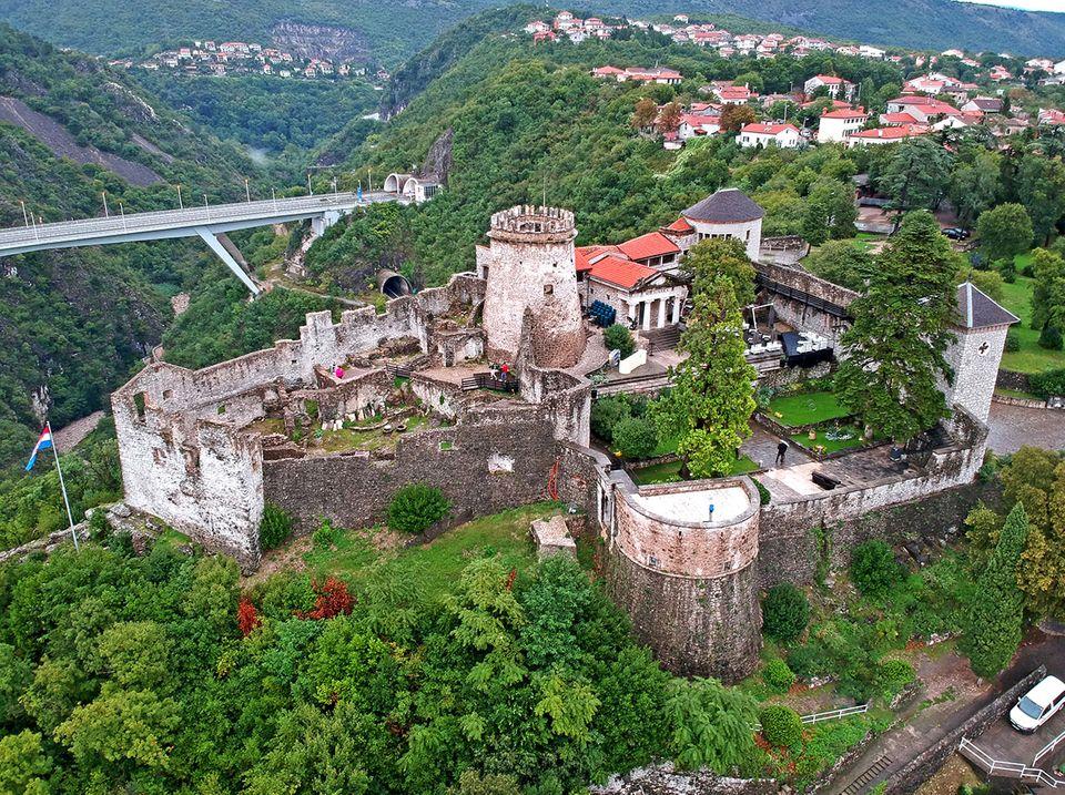 Luftbild des Schlosses Trsat bei Rijeka, Kroatien