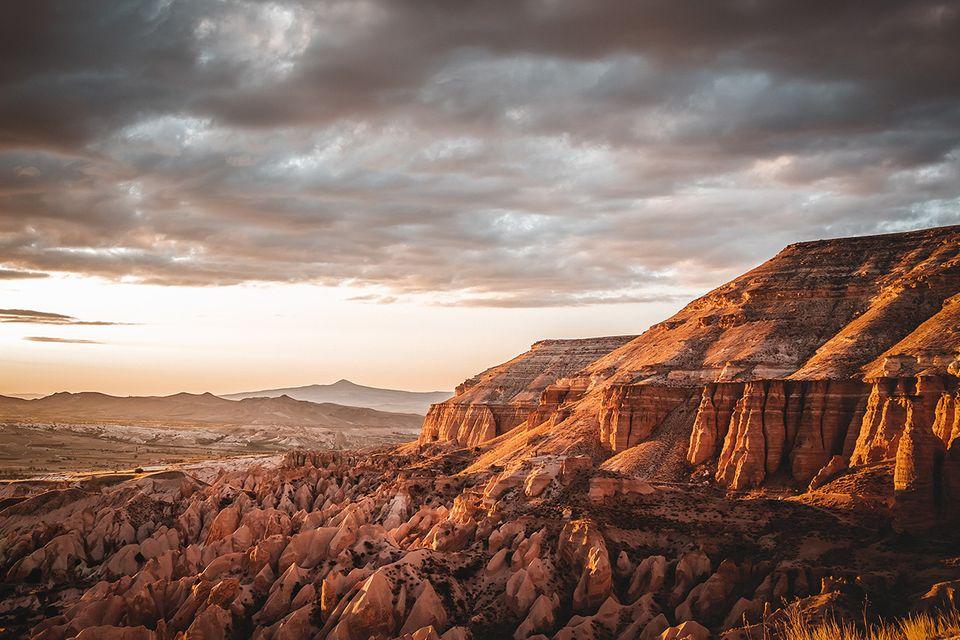Rotes Tal: Je nach Lichteinstrahlung leuchtet das Tuffgestein im Roten Tal besonders intensiv