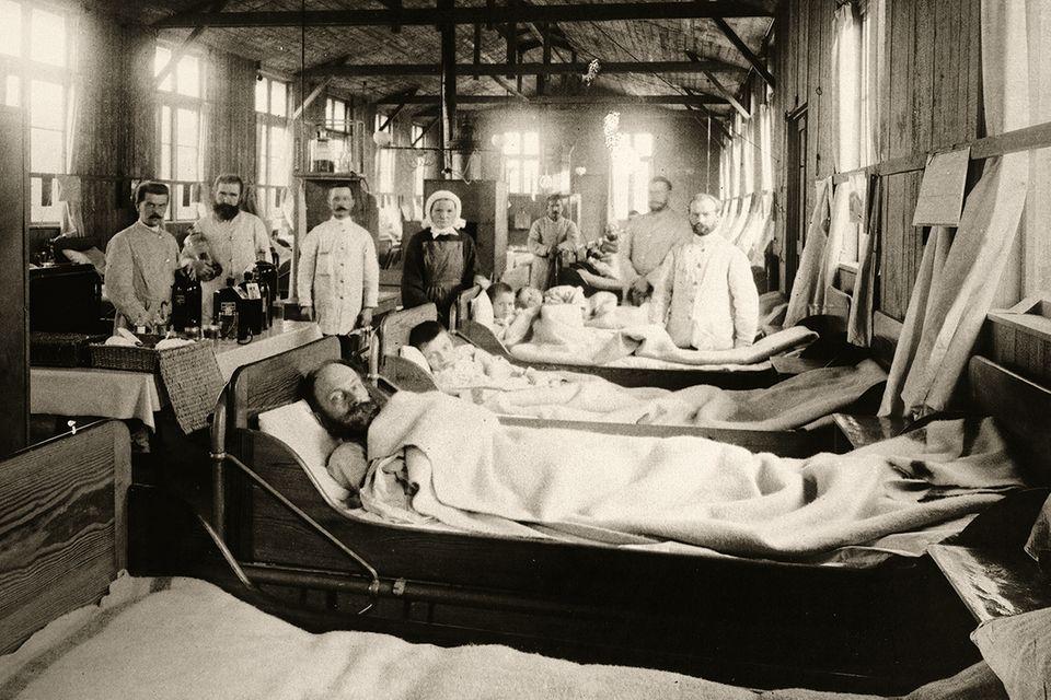 Hansestadt im Jahr 1892: Die Zahl der Infizierten, um die sich die Ärzte kümmern müssen, explodiert. Am Ende werden es etwa 17000 sein, rund die Hälfte von ihnen stirbt
