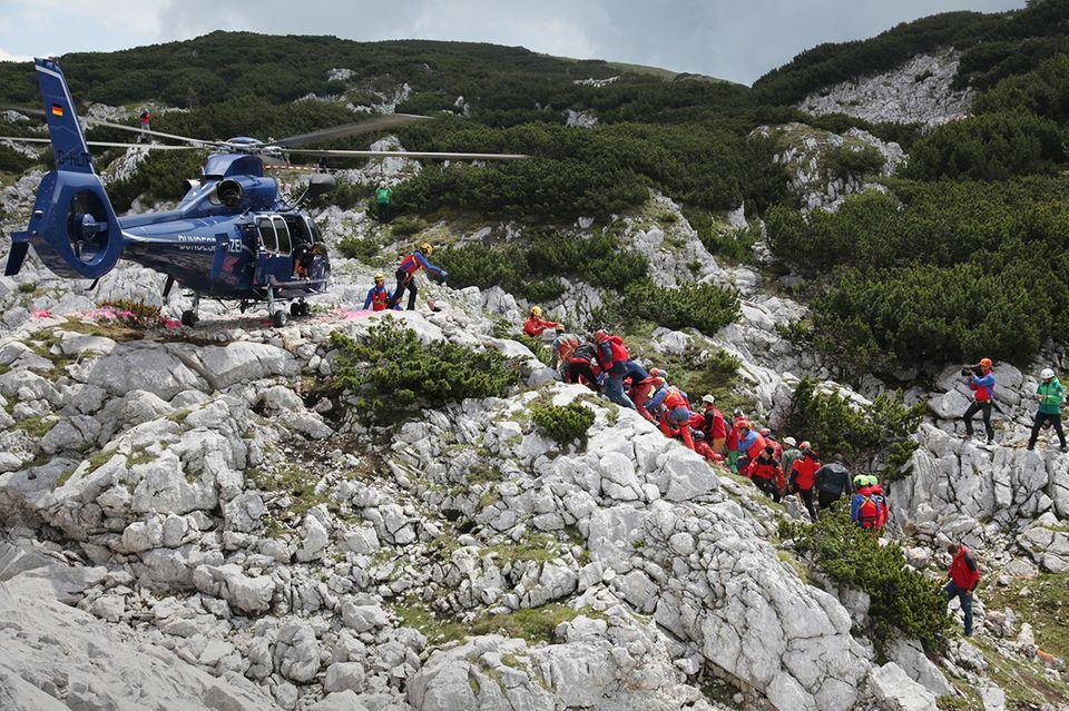Hubschrauber bei der Rettung aus der Riesending-Höhle