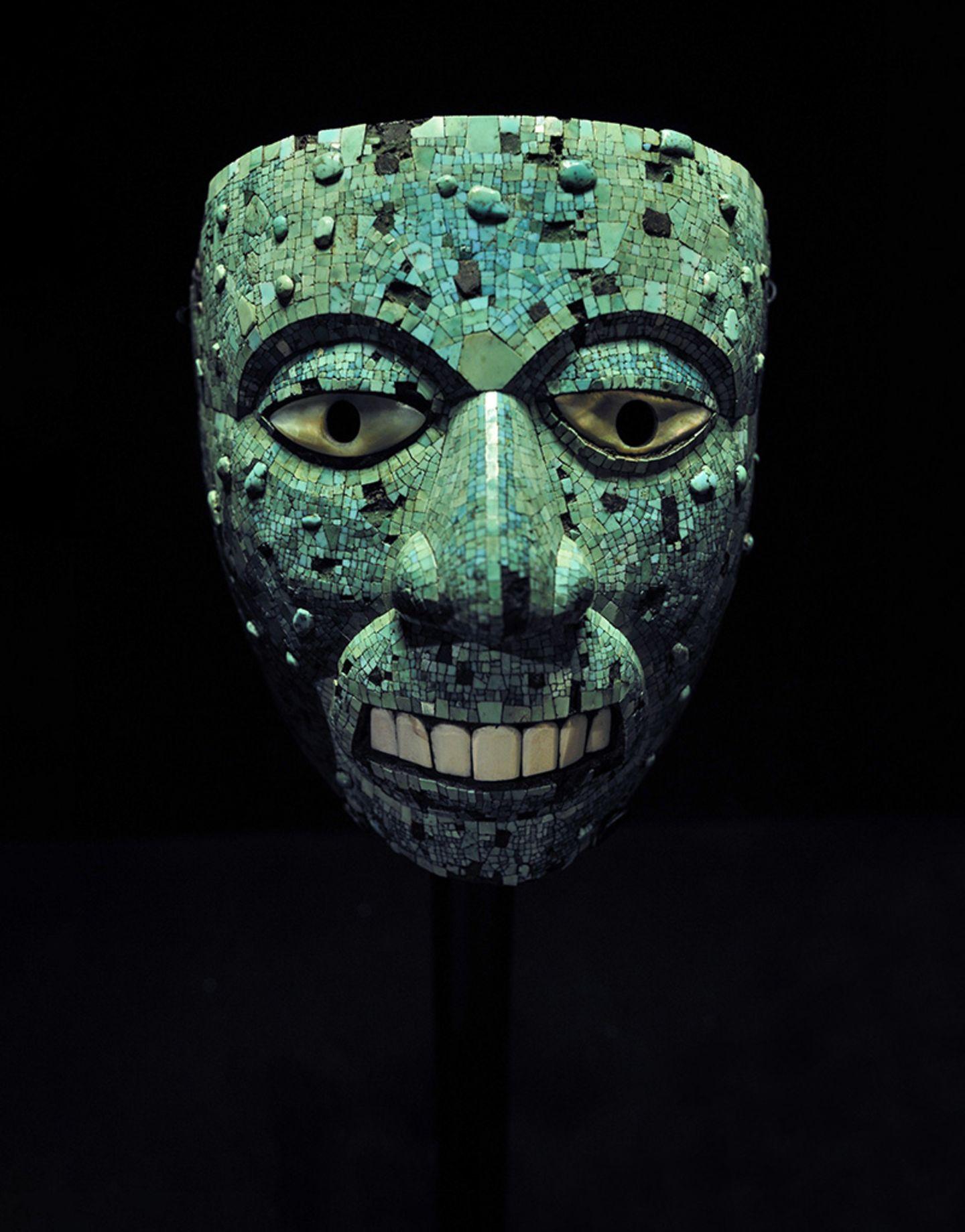 Eroberung des Aztekenreichs: Finster und unheimlich wie diese Ritualmaske aus Türkis erscheint die Kultur der Azteken. Doch das Bild, das wir von ihnen haben, ist grotesk verzerrt. Es ist das Ergebnis eines Rufmords an der Zvilisation Mittelamerikas