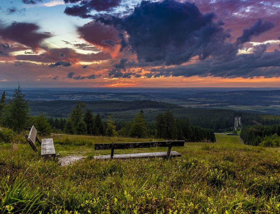 Hunsrück-Hochwald: Eine tolle Weitsicht erwartet all jene, die es auf den 815 Meter hohen Erbeskopf geschafft haben