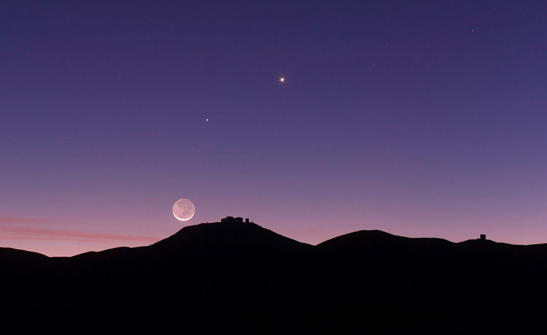 Highlights am Sternenhimmel: Venus, Merkur und Mond strahlen für dieses Jahr im Mai ein letztes Mal gemeinsam am Abendhimmel