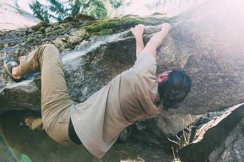 Outdoor-Sport: Boulderprobleme nennen die Klettersportler die Routen über die Felsblöcke