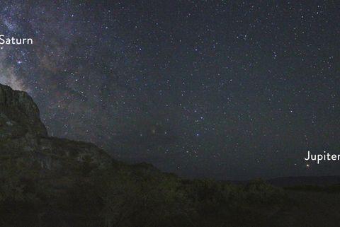 Highlights am Sternenhimmel: Jupiter und Saturn am Nachthimmel über Utah im Juli 2018. In den vergangenen Jahren näherten sich die beiden Riesenplaneten immer mehr an. Im Juni 2020 bilden sie ein nächtliches Riesenpaar