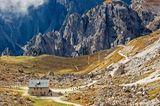 Blick von den Drei Zinnen zu den Cadinispitzen, Dolomiten, Suedtirol