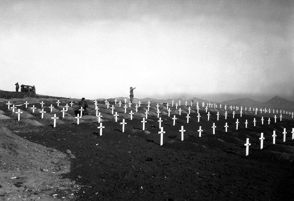 70 Jahre Kriegsanfang: Der Krieg In Korea ist einer der blutigsten Konflikte des 20. Jahrhunderts. Manchen Schätzungen zufolge fallen ihm bis zu 4,5 Millionen Menschen zum Opfer. Von den rund 40 000 getöteten UN-Soldaten werden viele direkt vor Ort bestattet
