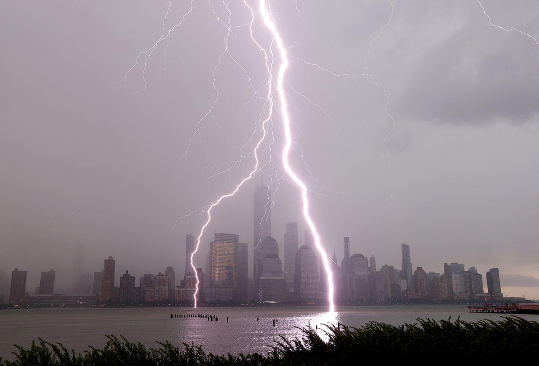 Blitzeinschläge vor Lower Manhattan in New York City