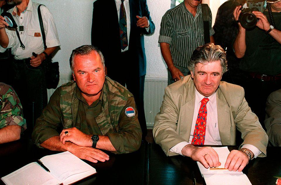 Ratko Mladić und Radovan Karadžić