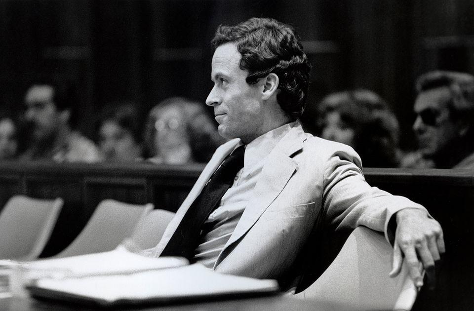 Hirnforschung: Er wusste sich als gebildeter und gut aussehender Mann zu verkaufen. So lockte er seine Opfer an ungestörte Orte - der amerikanische Serienkiller Theodore Robert Bundy