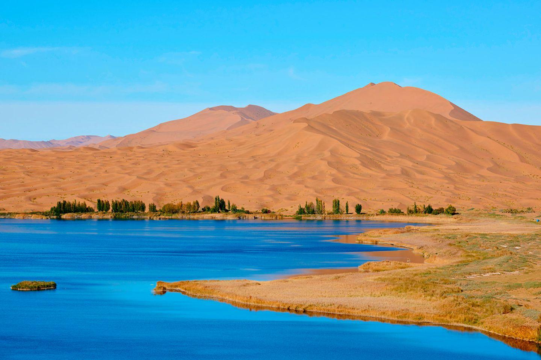 Naturphänomen: Größtenteils salzige Seen durchsetzen die Badain-Jaran-Wüste in China