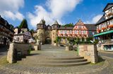 Burgtor Schloss Braunfels, Marktplatz mit Fachwerkhäusern, Braunfels