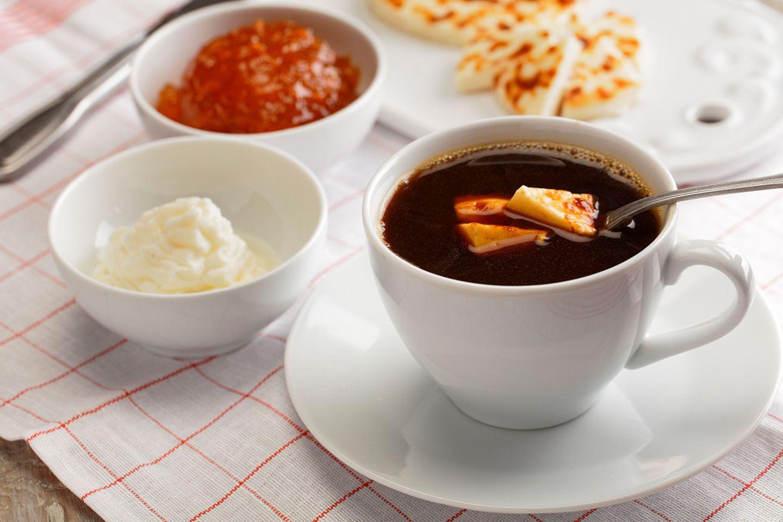 Finnischer Kaffee mit Käse