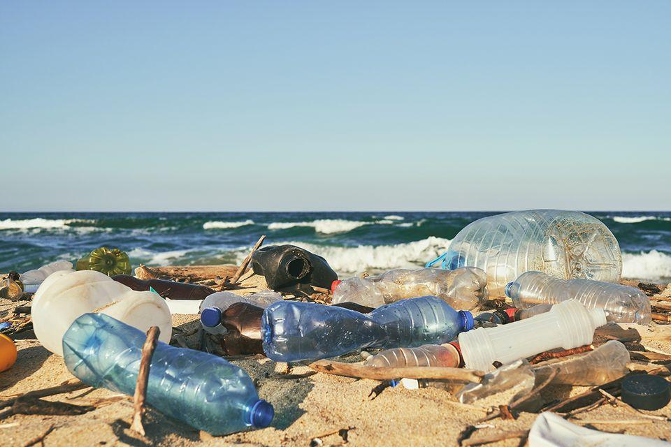 Besorgniserregende Studie: Wird nicht nur die deutlich sichtbare Plastikverschmutzung der Meere betrachtet, sondern auch die tieferen Wasserschichten, dann ist die Beeinträchtigung der Weltmeere deutlich schlimmer als bisher angenommen