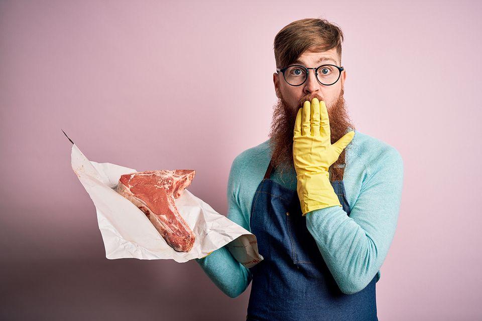 Mann mit Fleisch