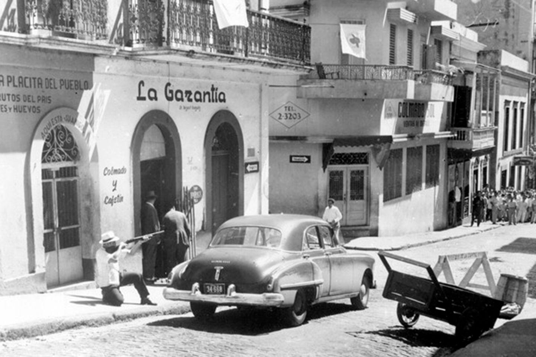 Puerto Rico: Schießerein auf offener Straße: Ende Oktober 1950 stürmen rund 100 Bewaffnete Polizeireviere, Postämter und Behörden in acht puertoricanischen Städten. Knapp 30 Menschen kostet der Aufstand das Leben.