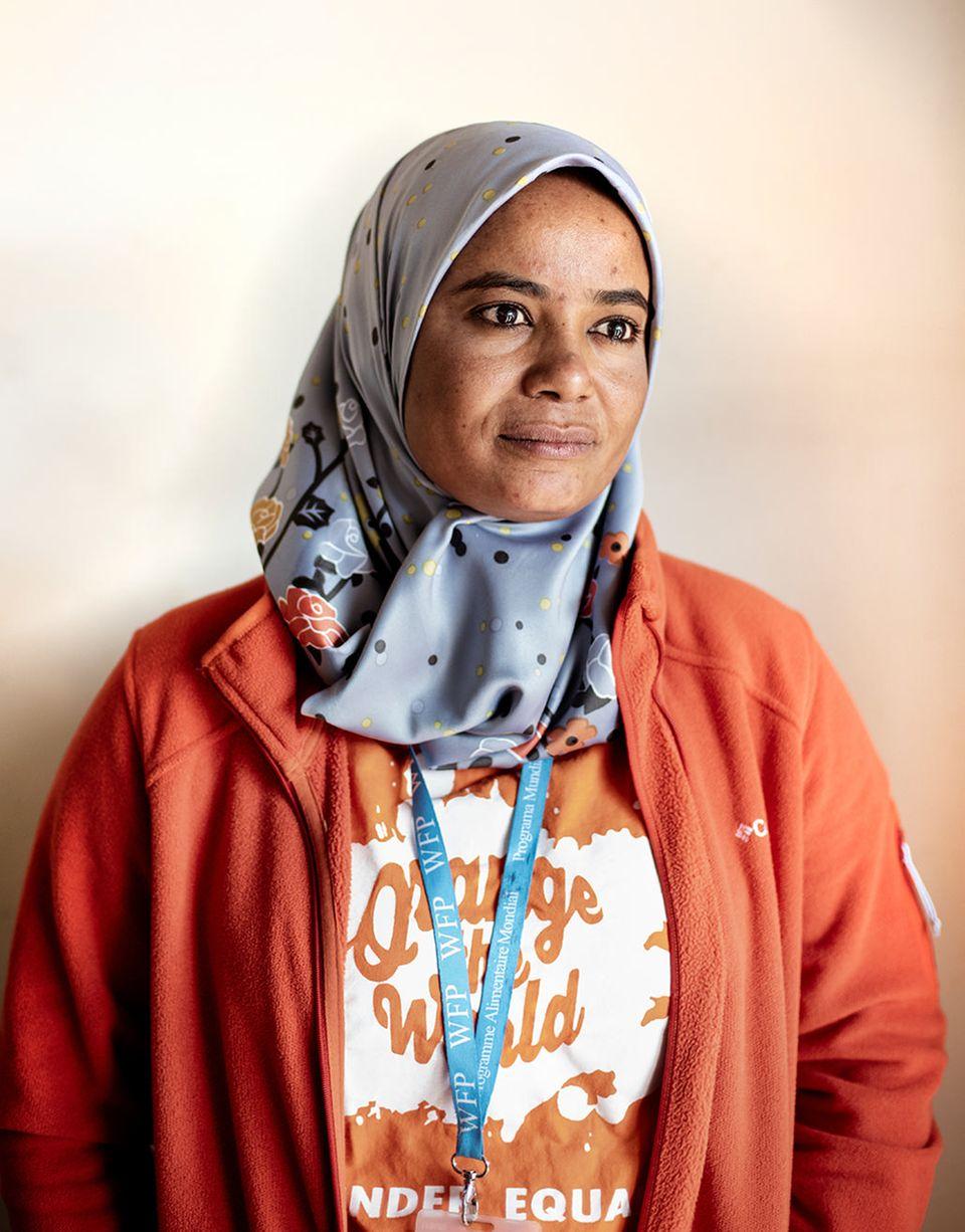 Bangladesch: Aziza Mohamed Ali Bourgut, 39, wusste schon als Kind, was sie will: hinaus in die Welt und anderen helfen. Beim Welternährungsprogramm arbeitete sie sich von einer Tagelöhnerin im Sudan zum inter- nationalen Consultant in der Logistik hoch