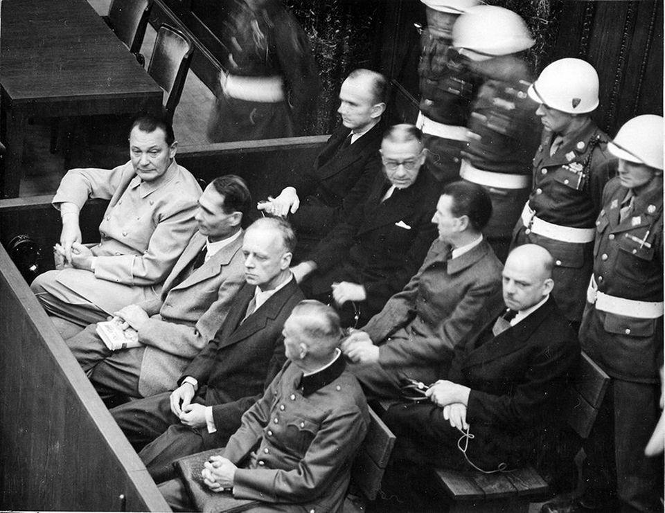 Göring, Heß und Ribbentrop (erste Reihe, v. l.)