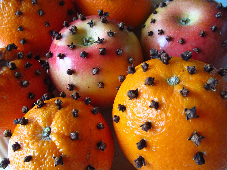 Orangen und Äpfel mit Nelken
