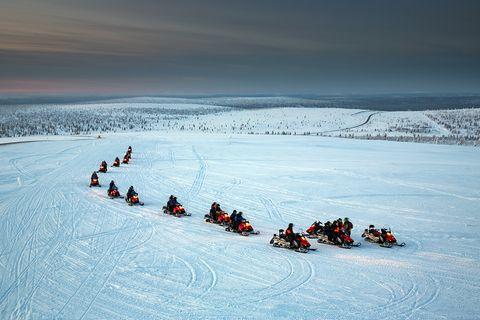 Schneemobile in Finnisch-Lappland